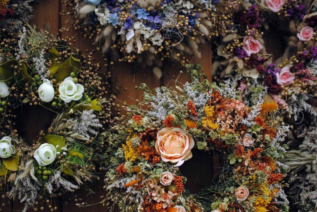 wieniec-sztuczne-kwiaty
